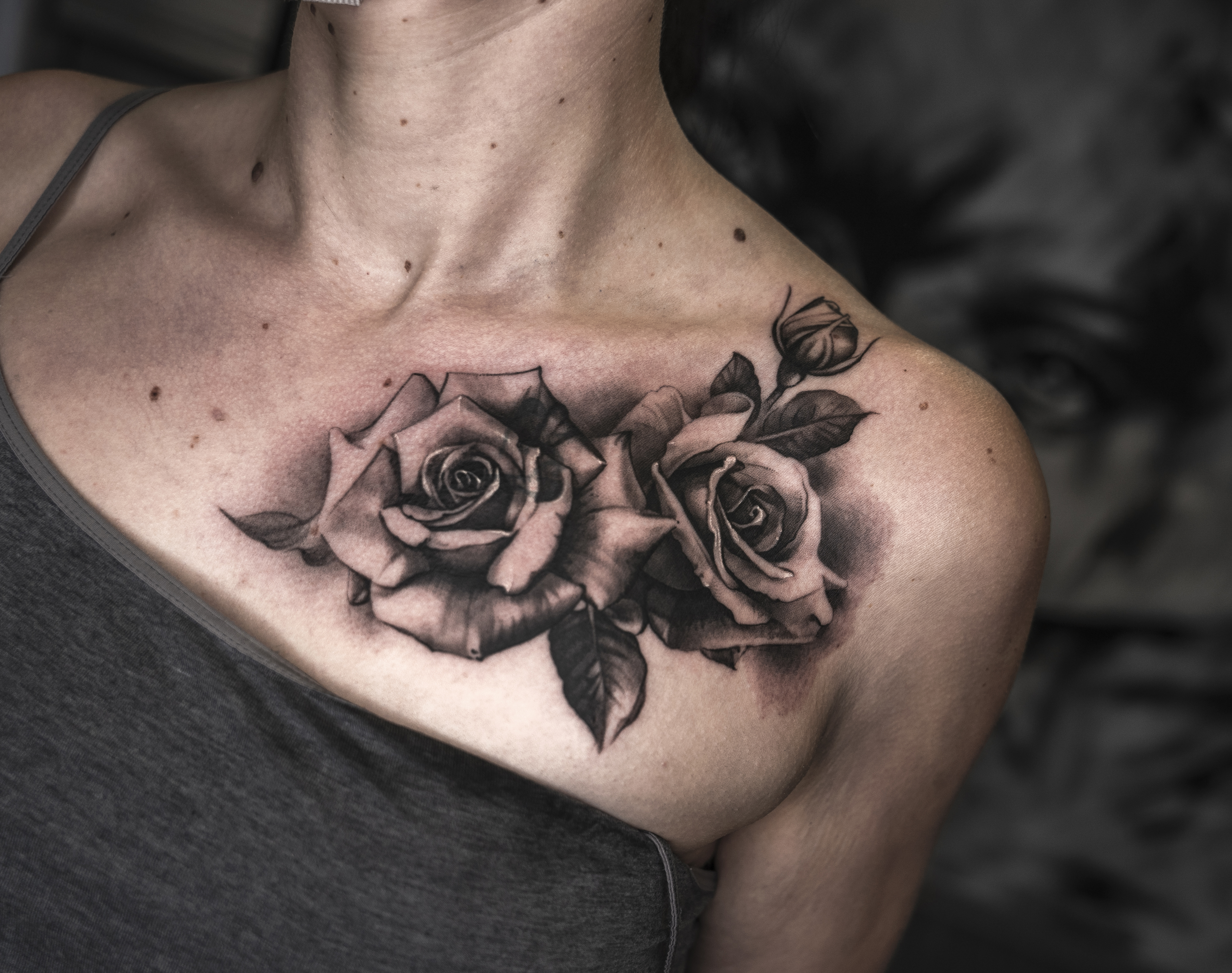 Roses to cover up old tattoo, done in kitzingen at limpid tattoo art